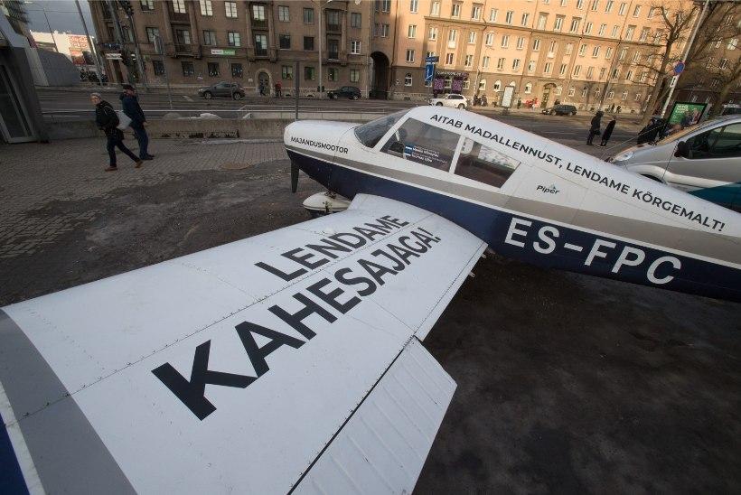 GALERII | Väsinud lennuk Tallinna südalinnas peegeldab Eesti poliitikat