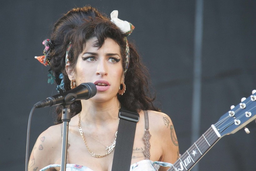 Amy Winehouse'i hologrammiturnee jääb ära