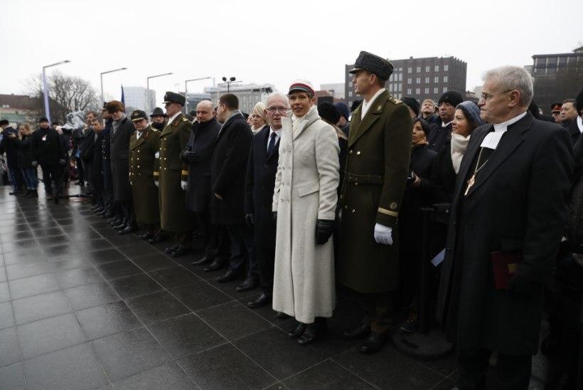 EESTI DISAIN: president kandis paraadil eritellimusena valminud mantlit