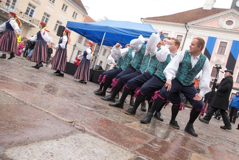GALERII | Tartu Raekoja platsil pandi püsti rahvapidu