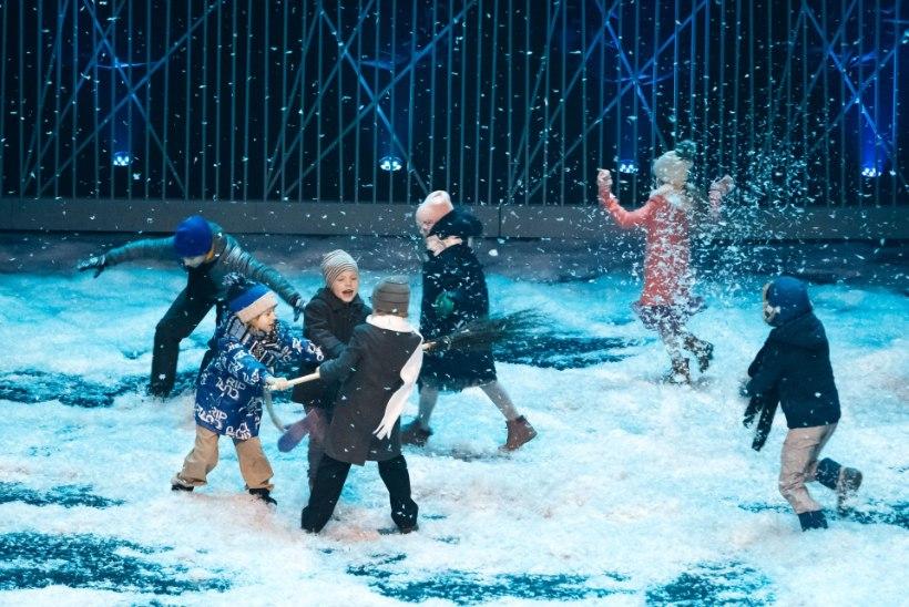 GALERII | Vabariigi aastapäeva kontsert: lapsed, lumesadu, peenramaa ja Suitsu-seinad