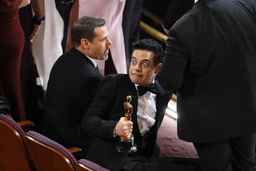 Oscari võitnud Rami Malek prantsatas lavalt alla ja vajas arstiabi