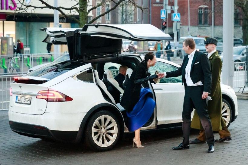 TÜHJA NEIST KLEITIDEST! Milliste autodega saabuti presidendi vastuvõtule?