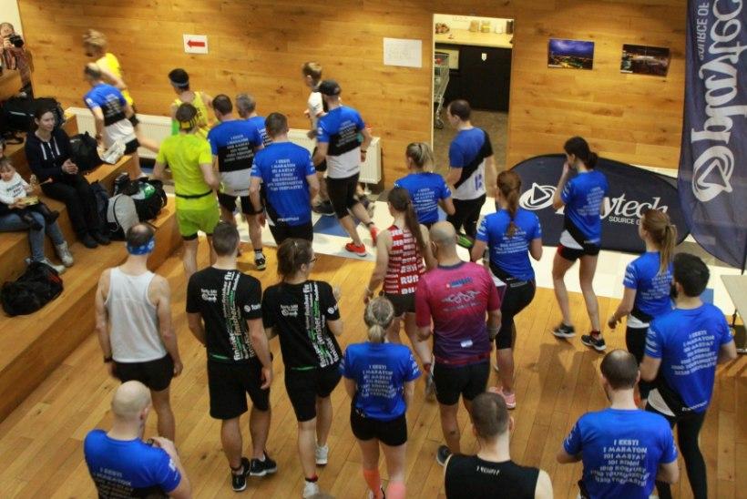 POLE PAHA! 18 spordihunti jooksid Tartu kontoris maratoni, läbiti ka 21 210 trepiastet