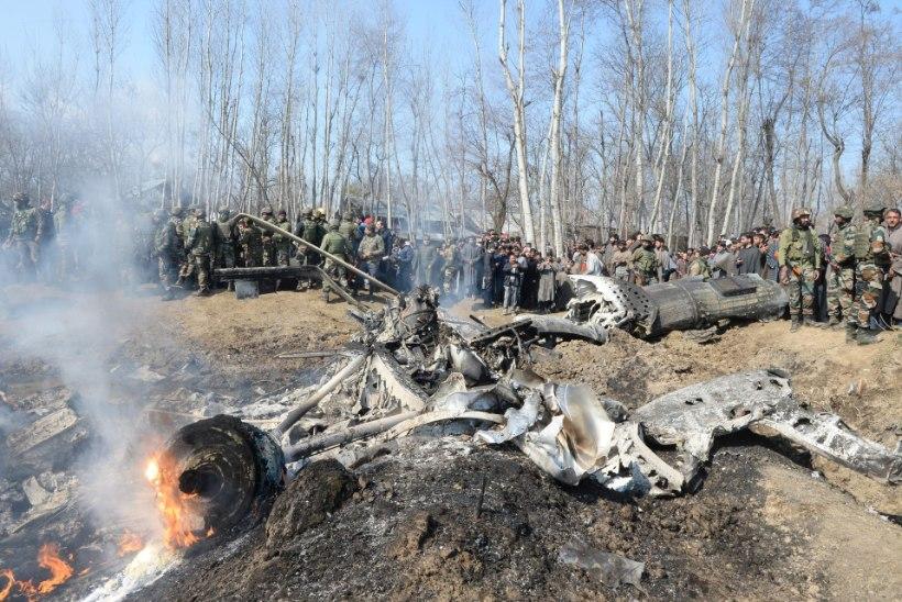 TUUMARIIGID MÄNGIVAD SÕJAGA: Pakistan tulistas alla kaks India sõjalennukit