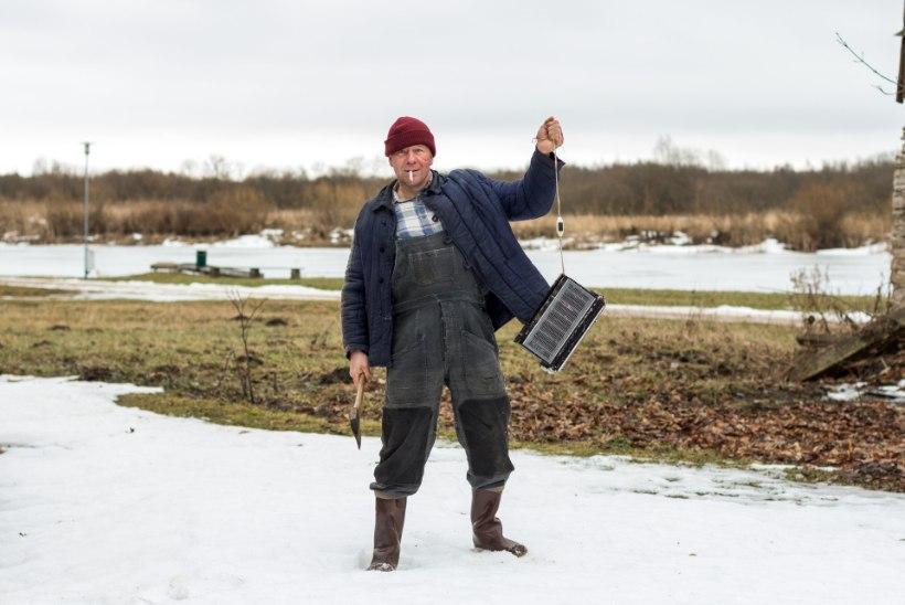 """Algasid Olavi Ruitlase menuromaanil põhineva tragikomöödia """"Vee peal"""" filmivõtted"""