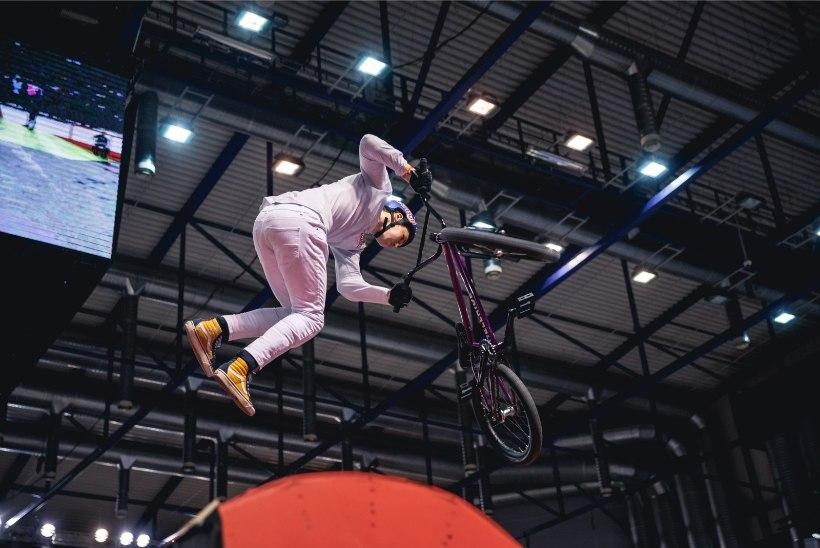 GALERII | BMX-ratturid näitasid rahvale kaelamurdvaid trikke