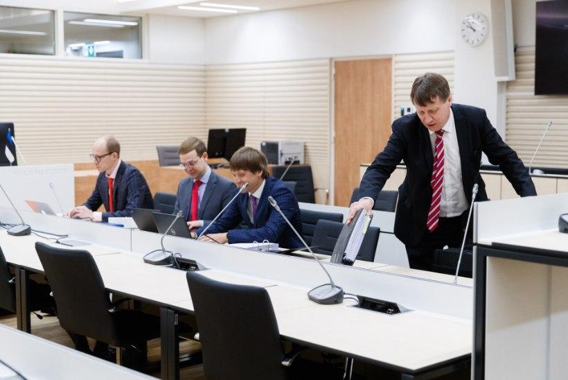 """FOTOD   Ekspiimatööstur Oliver Kruuda astus kohtu ette: """"Ma pole seadust rikkunud!"""""""
