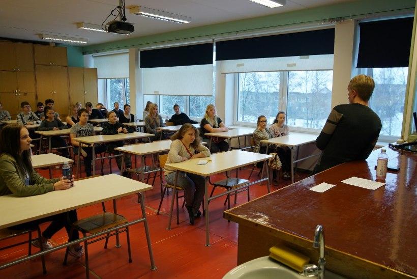 GALERII |  Koeru õpilased kutsusid tunde andma oma ala professionaalid, teiste seas Katrin Lusti, Peeter Oja ja Kadri Simsoni