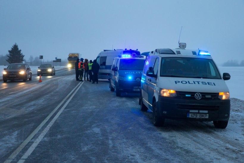 Kaerepere külas põrkas kokku kaks sõiduautot, õnnetuspaigal on liiklus häiritud