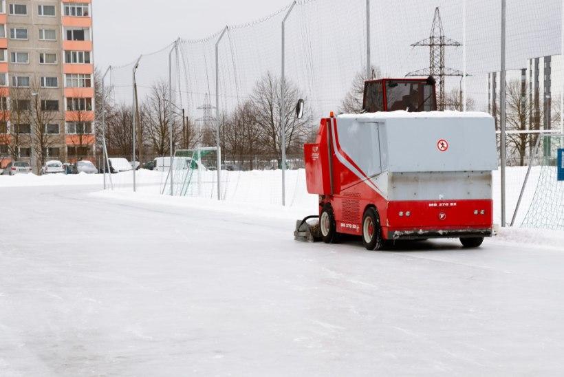 Täismõõtmetes kiiruisustaadioni jäärada saavad linlased tasuta kasutada