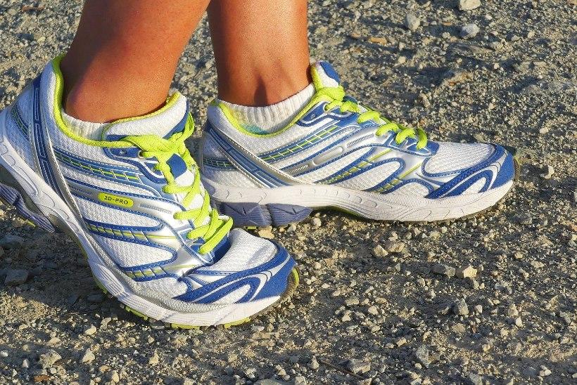 FUTURISTLIKUD TOSSUD: Google arendab jalatseid, mis hoiatavad kandjat paksenemise eest