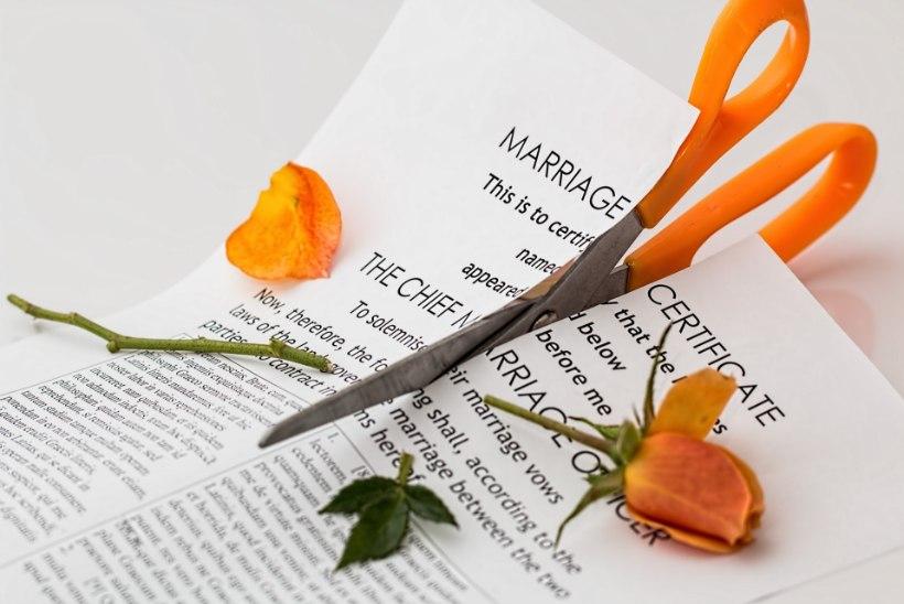 PAHA SUU! Noorpaar lahutas juba kolm minutit pärast abiellumist