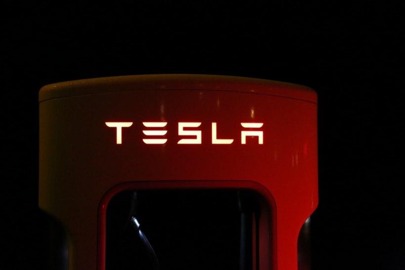 Tesla sulgeb esindused ning jätkab autode müüki vaid veebi kaudu