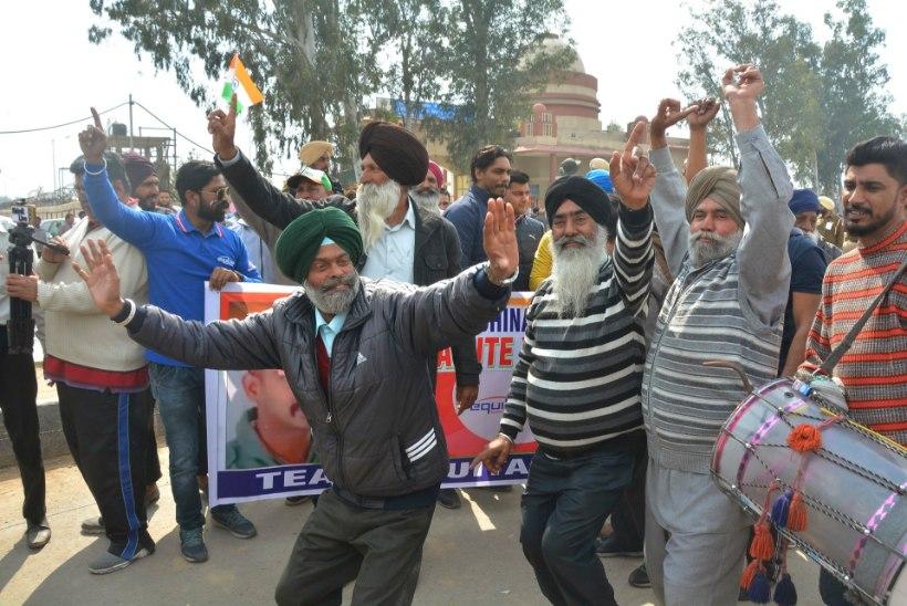 Rõõmus rahvamass kogunes India-Pakistani piirile vabastatud lendurit vastu võtma