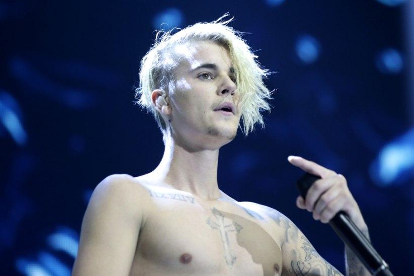 Justin Bieber palub, et fännid tema eest palvetaksid