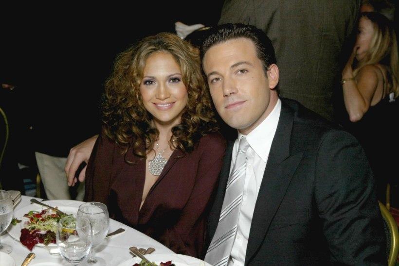Üks uhkem kui teine: meenuta Jennifer Lopezi hirmkalleid kihlasõrmuseid läbi aegade!