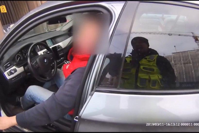 VIDEO   Valesti parkinud mees sõimas mupo juhatajat, abikaasa ähvardas lahutusega