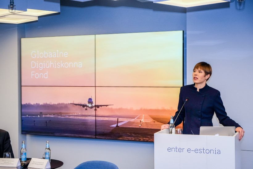 Angela Merkeli palve president Kaljulaidile: istume maha ja räägime digiühiskonnast