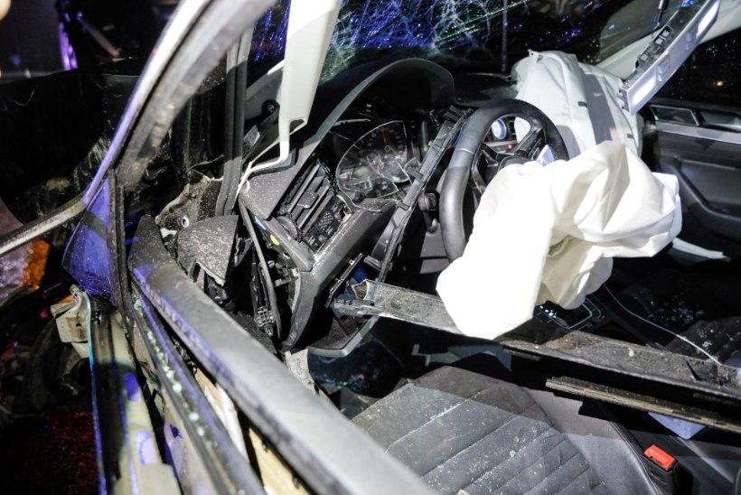 FOTOD | Tallinna-Pärnu maanteel toimus liiklusõnnetus, kaks inimest viidi haiglasse
