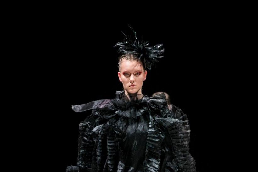 TFW 2019 | Ketlin Bachmanni plisseetehnikas valminud kollektsioon jõudis lavale nii pehmes pastellis kui ka julges koloriidis