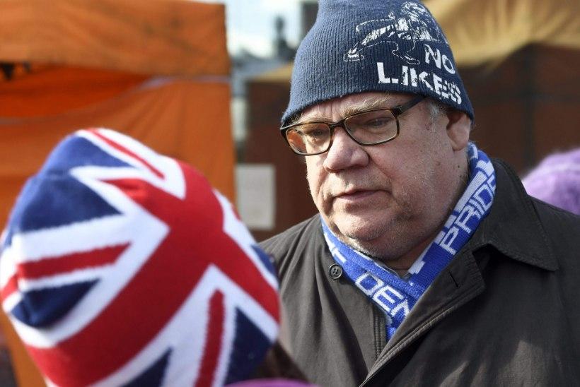 FOTOD   Odini sõdurite poolehoidja ründas Soome välisministrit