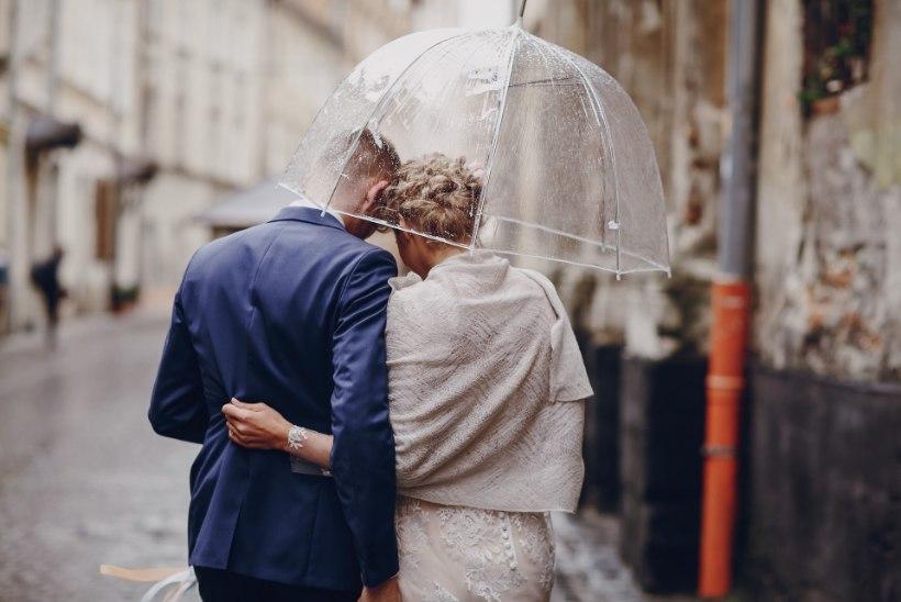 Mis siis, kui kaunil pulmapäeval hakkab ühtäkki vihma kallama?