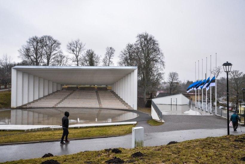 GALERII | Viljandis süüdati märtsiküüditatute mälestuseks 2479 küünalt