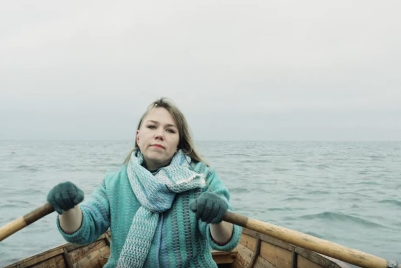 VIDEO | Mari Kalkun avaldas fotograaf Kaupo Kikkasega maagilise muusikavideo