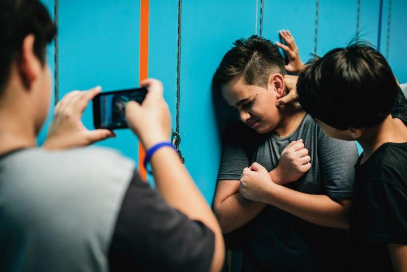 """""""Ta hakkas ennast lõikuma, kuna kiusamine koolis läks liiga hulluks."""" Vägivalla all kannatavad õpilased ja ka õpetajad"""