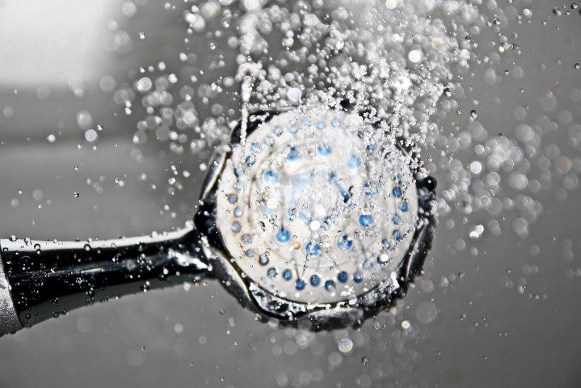 Viis viga, mida teed duši all käies