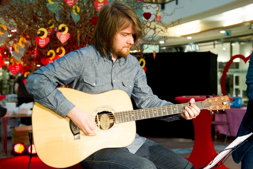 VÄGEV VÄRK! Eesti kitarrist Laur Joamets teeb kaasa Foo Fightersi kitrarristi sooloalbumil