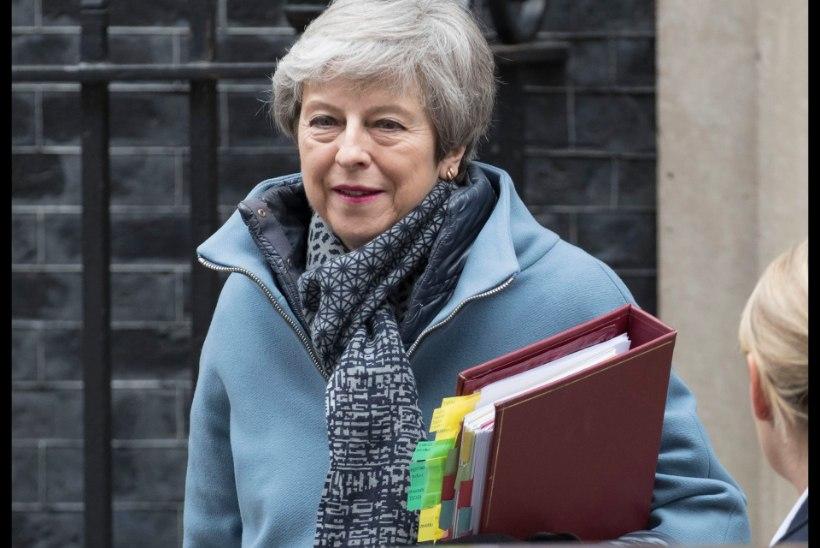 Theresa May lubab ametist lahkuda, kui parteikaaslased tema diili toetavad