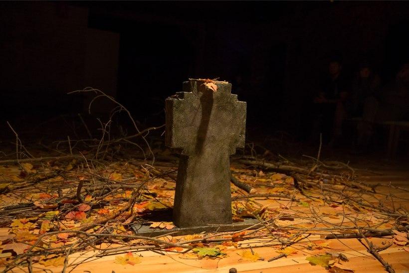 GALERII   1987. aasta Võru mäss ärkab Mäeotsa lavastuses taas ellu: terve linn kinni, palju ei puudunud verevalamisest