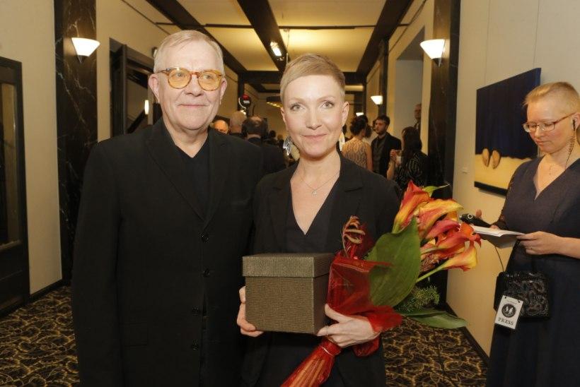 GALERII | Eesti teatri auhinnad on jagatud: meespeaosatäitja laureaat on Andrus Vaarik, lavastajaauhinna pälvis Karl Laumets