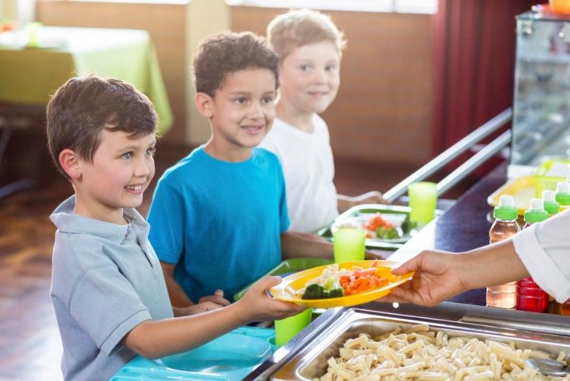 PAHANE EMA: lapsed on ülekaalulised, aga koolis müüakse ikka saiakesi ja šokolaadi