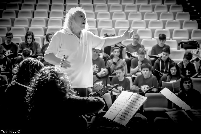 Dirigendid lahkavad: mis teeb orkestrijuhist tipptegija ja kuidas tema liigutusi lugeda?