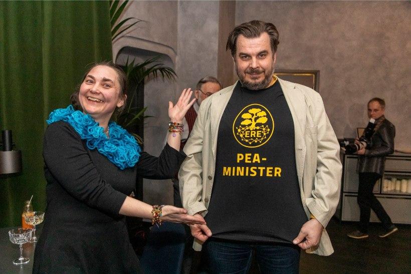 """GALERII   Elurikkuse erakond kinkis Kangurile T-särgi kirjaga """"peaminister"""""""
