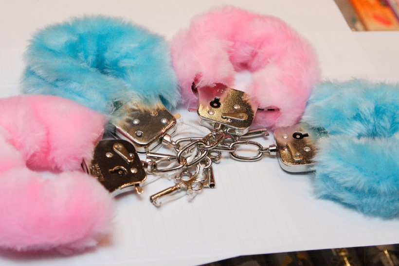 LINN TÄIS ARMASTUST: Tartu armastajapaarike kutsus appi politsei - kirehoos olid käeraudade võtmed kadunud!