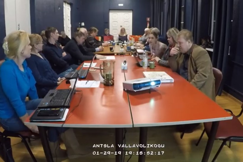 VIDEO | Antsla vallavolikogu liige: lapsevanem võib oma põrsaid kodus ka kasvatada