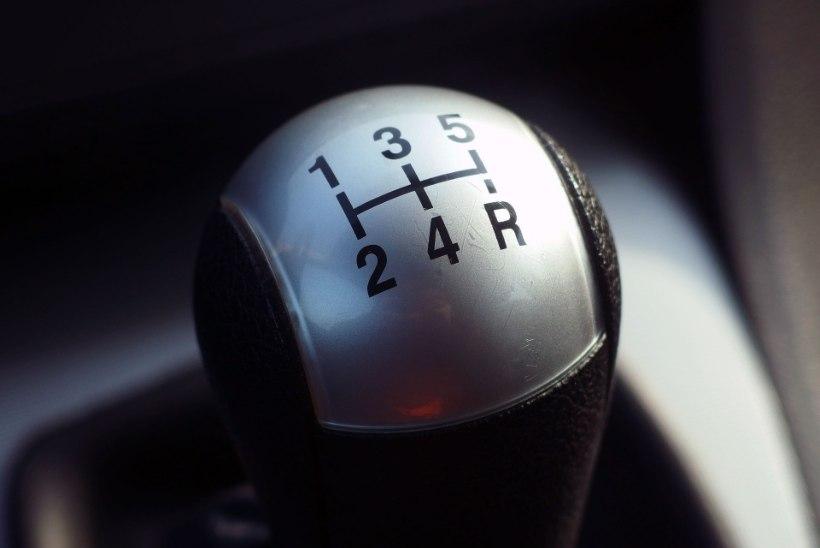 EBAPÄDEV RÖÖV: autoärandaja jooksis minema, kui märkas, et sõidukil on manuaalkäigukast