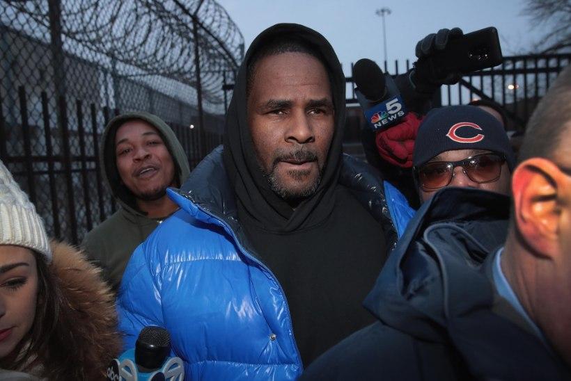 R. Kelly kinnitab pisarsilmi, et ta pole tüdrukuid pilastanud