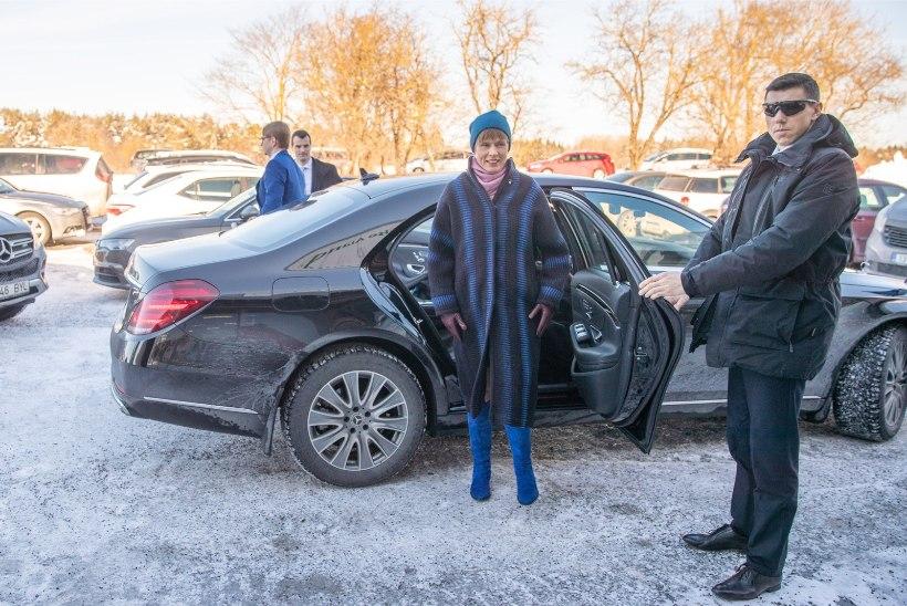 GALERII   President Kaljulaid külastas fööniksina tuhast tõusnud Nurmiko aiandit