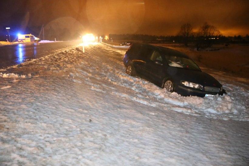FOTOD | Tallinna-Rapla maanteel põrkasid kokku kolm autot, üks laps ja kolm täiskasvanut viidi haiglasse