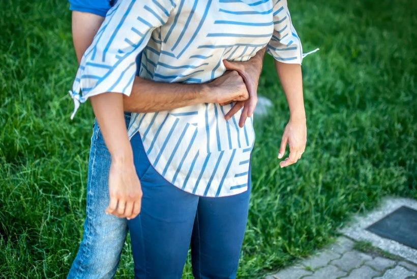 POISS TÕMBAS KOMMI KURKU JA HAKKAS LÄMBUMA: õpetaja päästis lapse kuulsa Heimlichi võttega