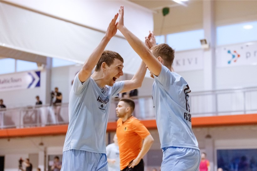 JÄRELVAADATAV   Valitsev Eesti saalijalgpallimeister alustas tiitli kaitsmist võidukalt