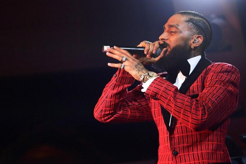 Grammy nominendist räppar lasti oma rõivapoe ees maha