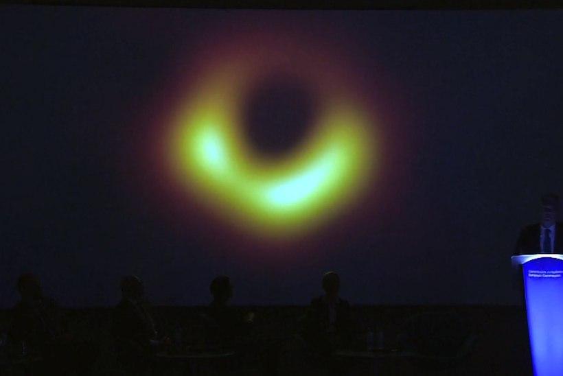 ASTRONOOMILINE KLÕPS: teadlased avaldasid esimese foto mustast august