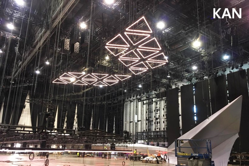 FOTOD   Eurovisioni lavaehitus on täies hoos, meeskonnaliikmed töötavad ööl ja päeval
