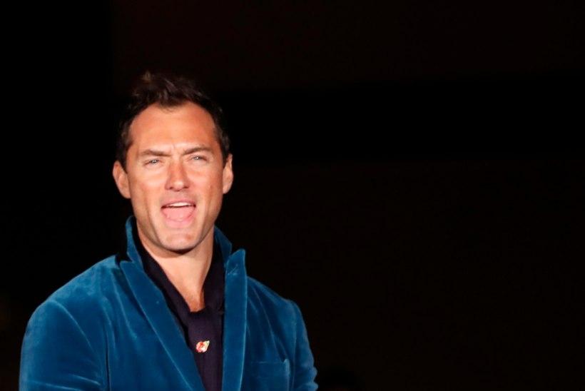 Liibuvates suspedes Jude Law ajas interneti hulluks